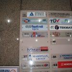 iş merkezleri girişi , iş adamları derneği kapı başı tabelası sekreter arkası,reklam tabelası crom iç mekan tabela