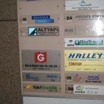 iş adamları derneği kapı başı tabelası sekreter arkası,reklam tabelası crom iç mekan tabela