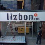 lizbon blackwhite ışıklı reklam merter